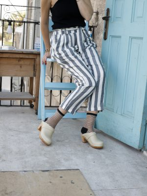 גרביים שקופים עם פסים שחורים