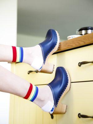 גרביים שקופים עם סיומת פסים צבעונים